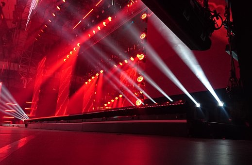 3 Reasons To Hire Professional Corporate Entertainment Service